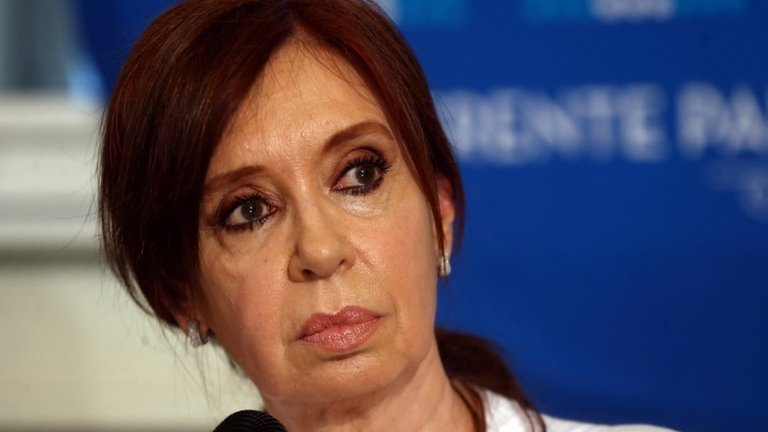 Argentina judge seeks arrest of ex-leader Cristina Fernández