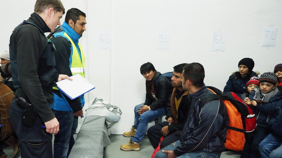German police questioning migrants in Passau, 27 Jan 16