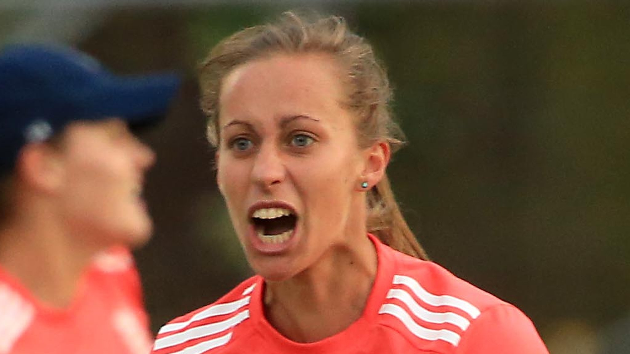 England seek World T20 boost in tri-series as Farrant returns