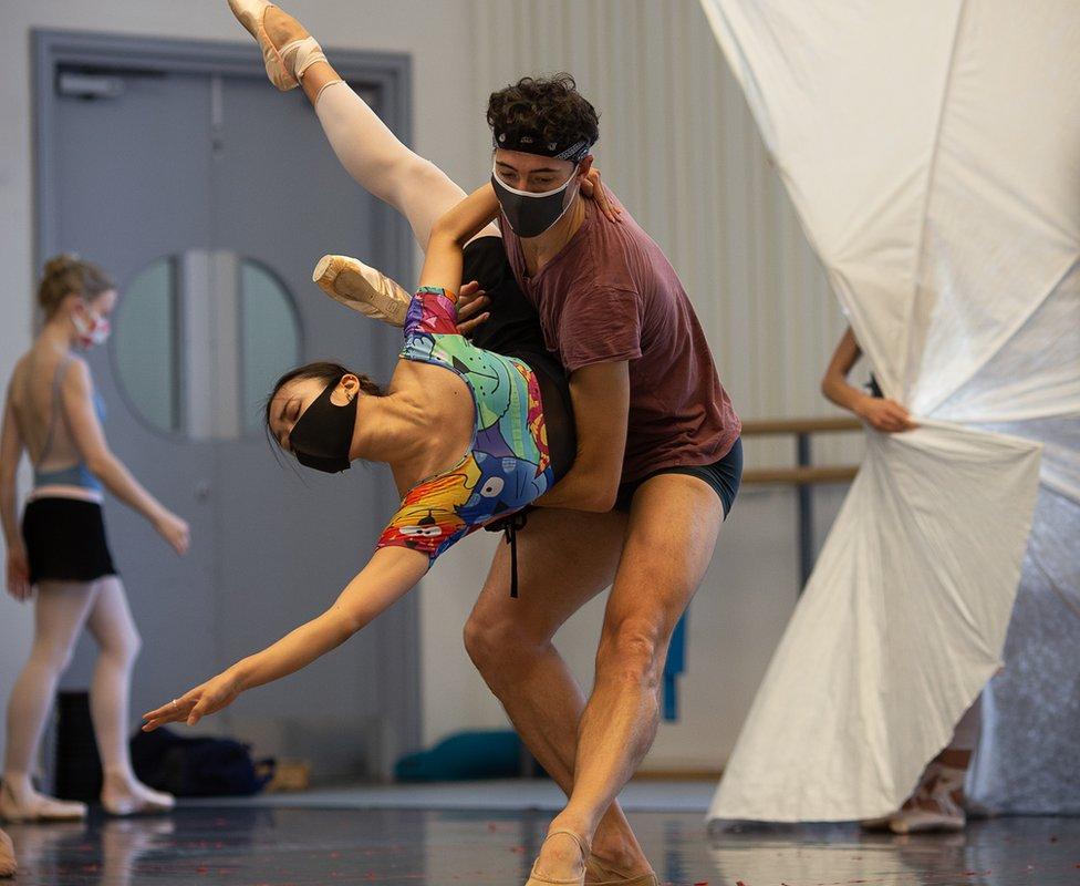 Bailarines del Birmingham Royal Ballet