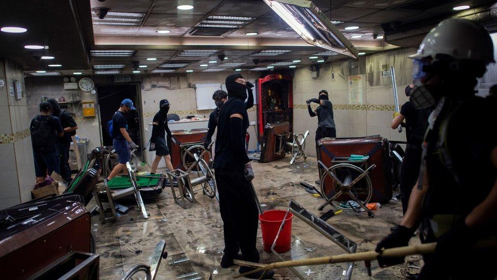 荃灣二坡坊的聯發麻雀館亦多次被破壞。