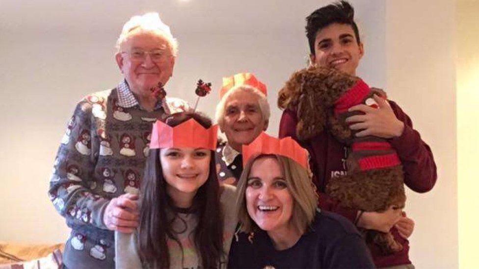Katie Scott y su familia en Navidad