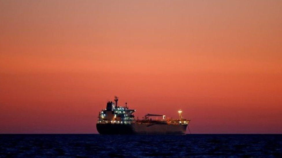 Un buque petrolero