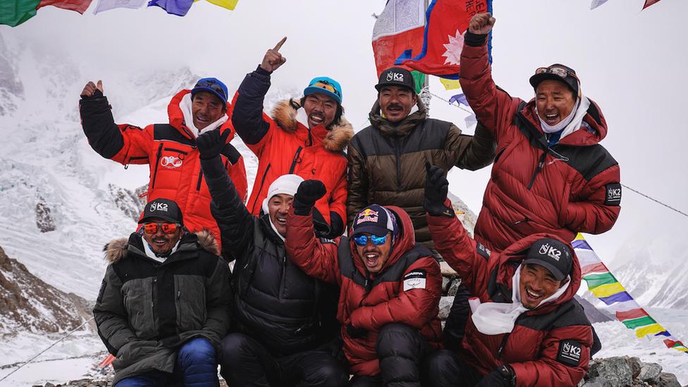 Альпинисты впервые покорили вторую по высоте вершину Земли зимой