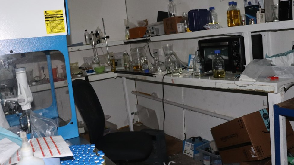 Bomb team called after Kent 'drugs lab' discovered