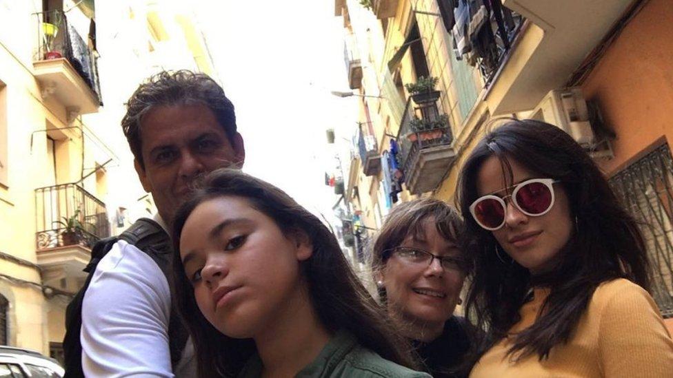 Camila Cabello, con su familia.