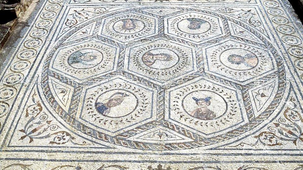 Los dioses de los siete días de la semana, mosaico en la Casa del Planetario, 117-138, Itálica, Santiponce, Andalucía, España. Civilización romana, siglo II.