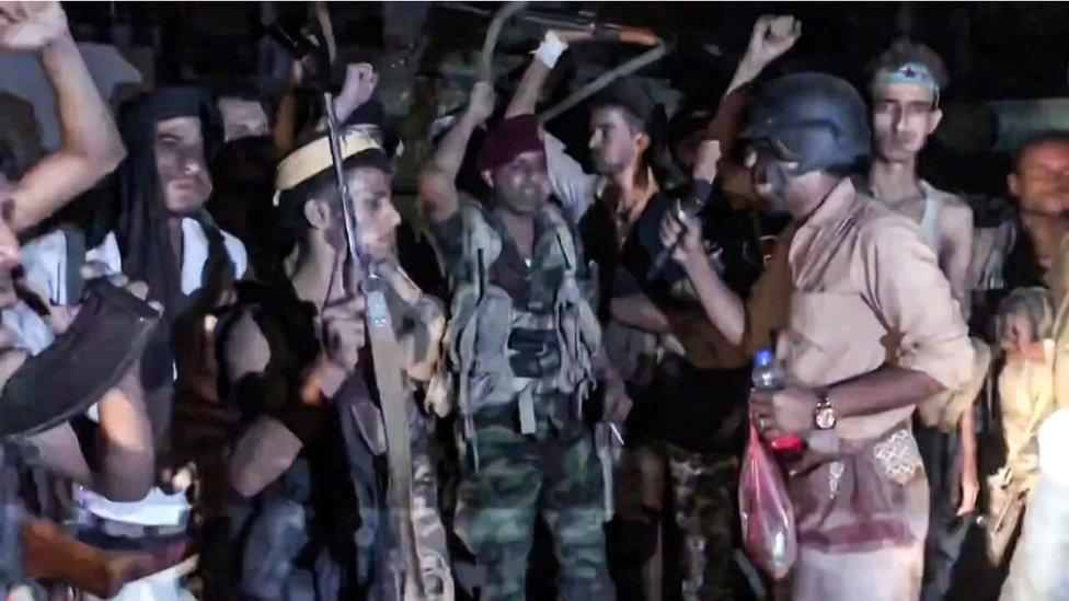 مسلحو المجلس الانتقالي بعد سيطرتهم على القصر الرئاسي في عدن
