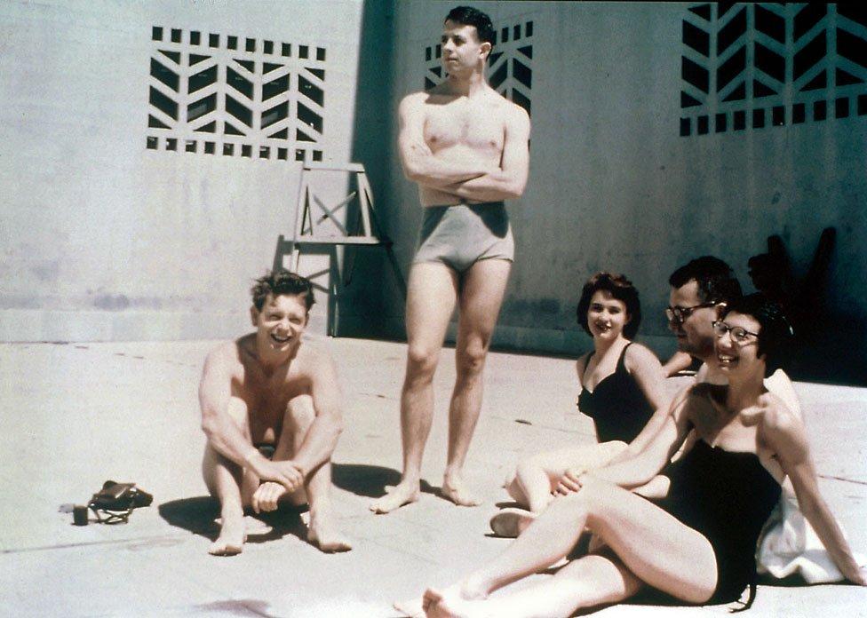 John Nash, su esposa y amigos.