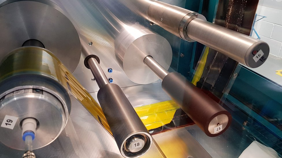 Roll to roll coating of Perovskite film