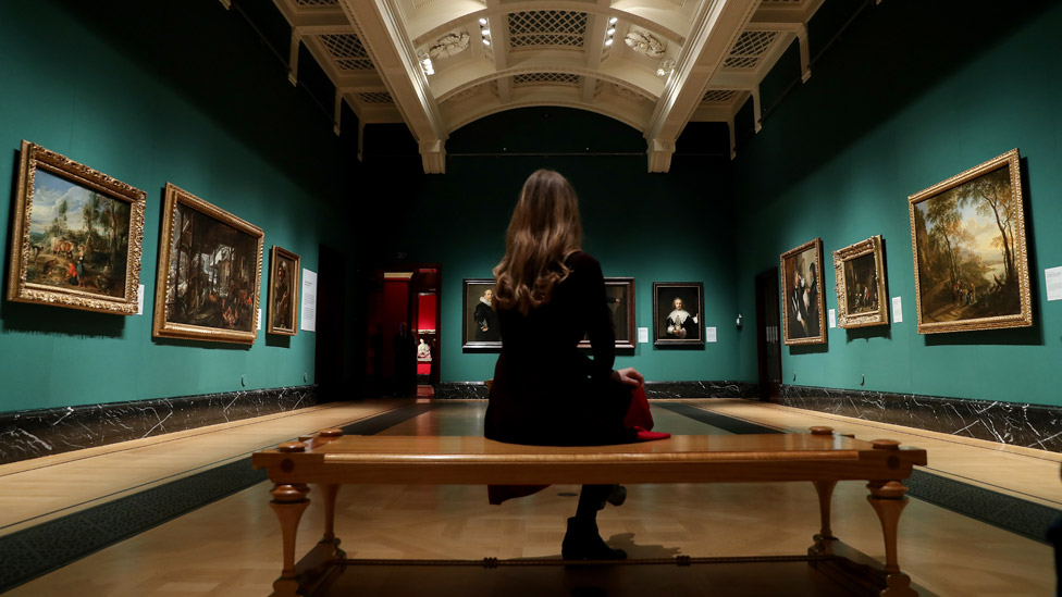 Queen's art experts leave as Covid hits royal finances thumbnail