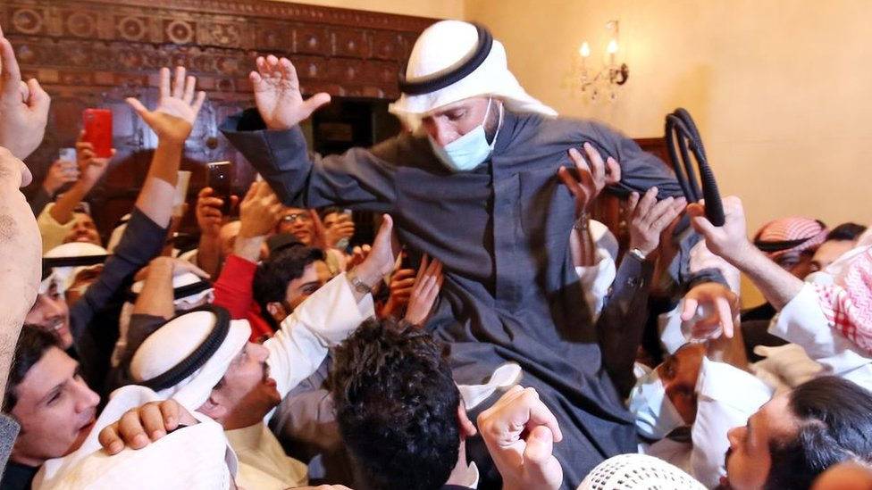 رئيس البرلمان السابق، النائب، مرزوق الغانم، يحتفل مع أنصاره بالفوز.