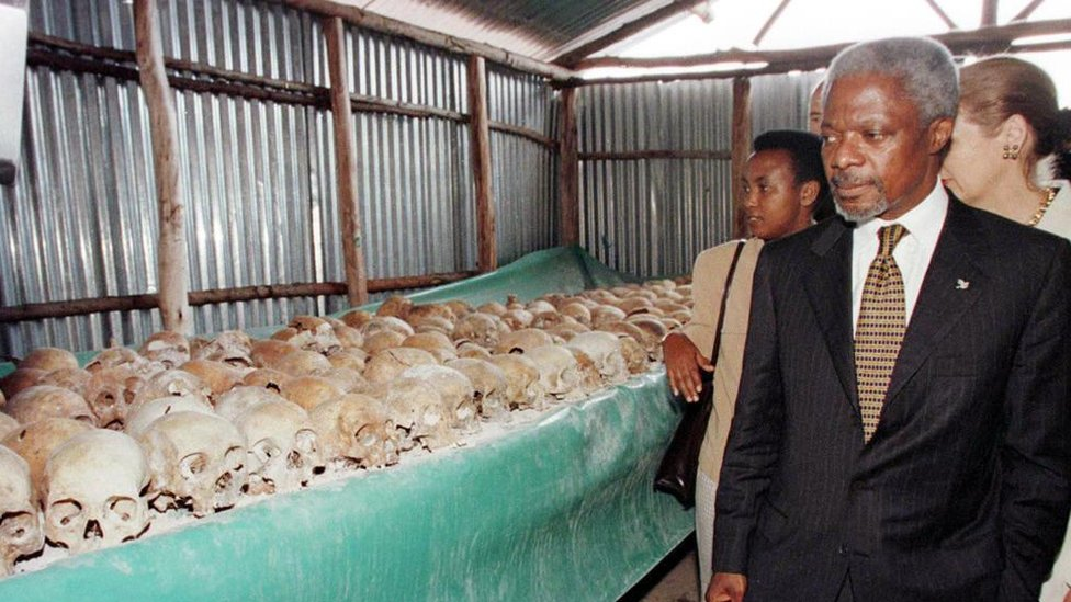 UN Secretary General Kofi Annan walks by skulls at the Mwulire Genocide memorial 8 May 1998. Annan pressed ahead with his troubled visit to Rwanda, braving hecklers at the memorial site here for the 1994 genocide following his icy reception in Kigali.