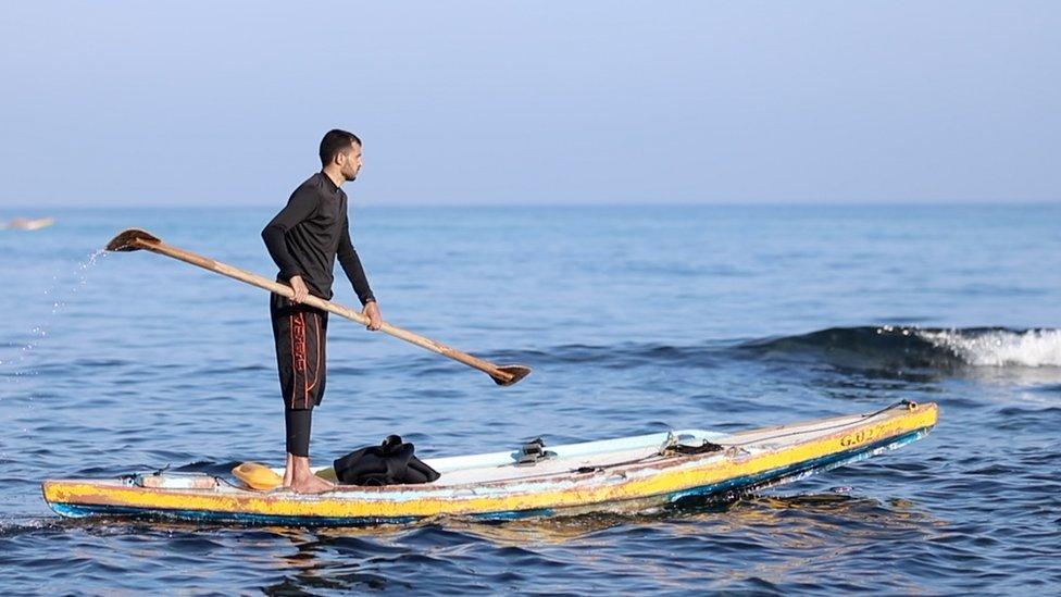 يواجه الصيادون في غزة صعوبات بالغة في الحصول على لقمة العيش نتيجة الحصار الإسرائيلي-المصري المفروض على القطاع لدواع أمنية