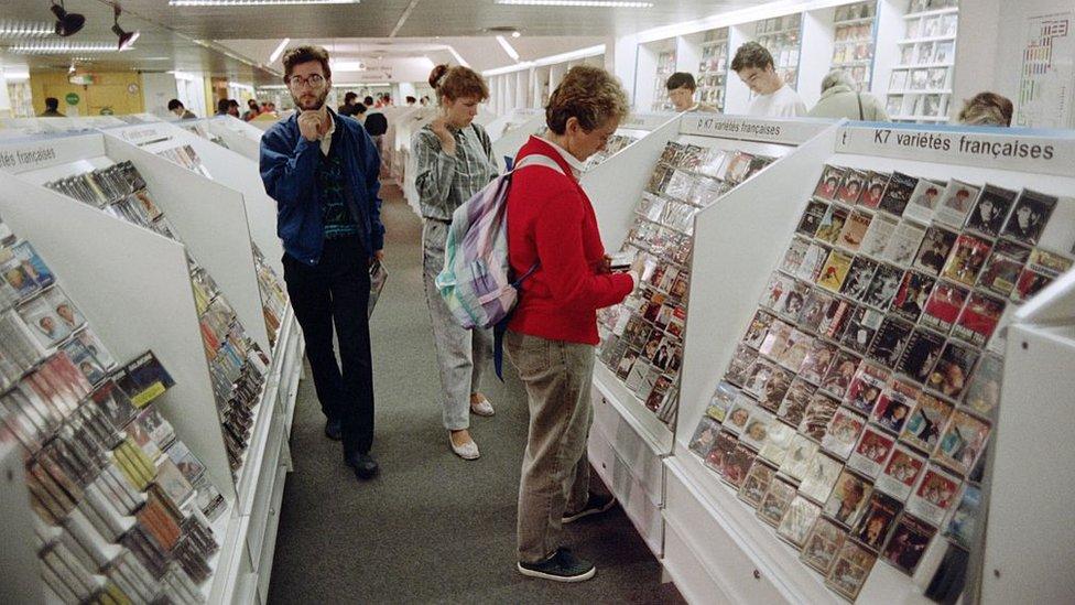 Tienda de casetes en París, en 1987,
