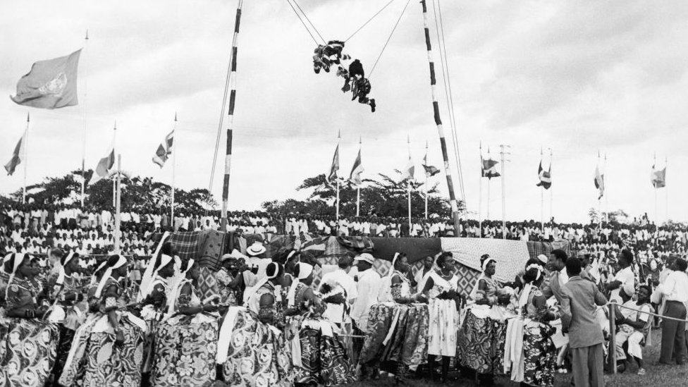 Crowds at a folk-dancing and sports festival, part of the independence celebrations in Enugu, in south-eastern Nigeria, 11 October 1960