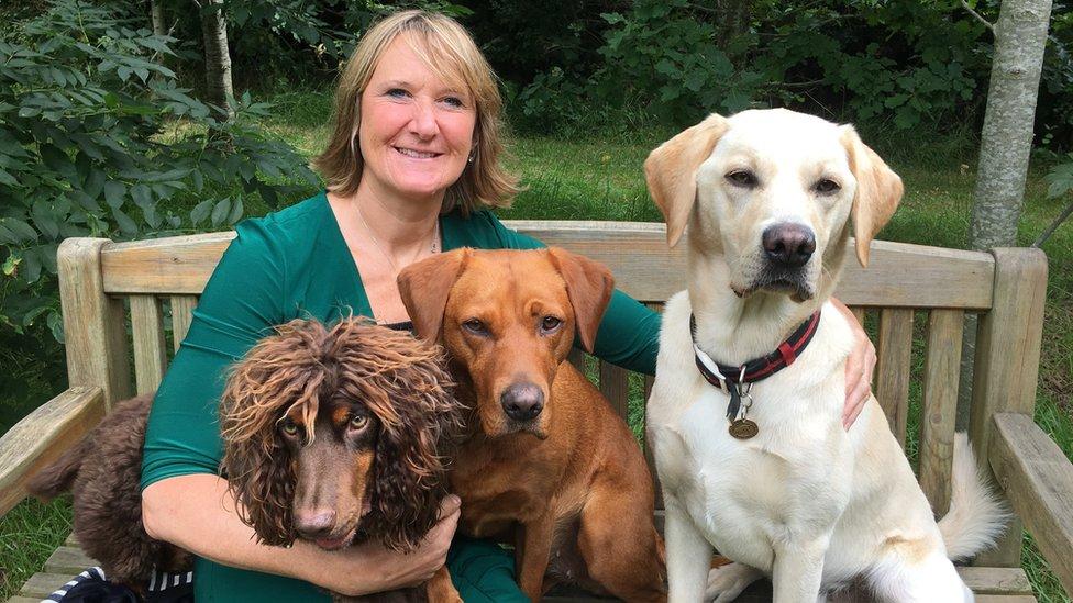Claire Guest e seus cachorros
