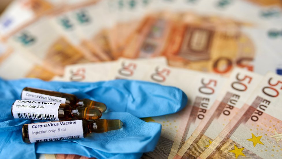 vacunas rodeadas de Euros