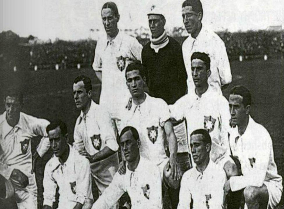 Arthur Friedenreich (izquierda, arriba) fue la primera estrella del fútbol brasileño.