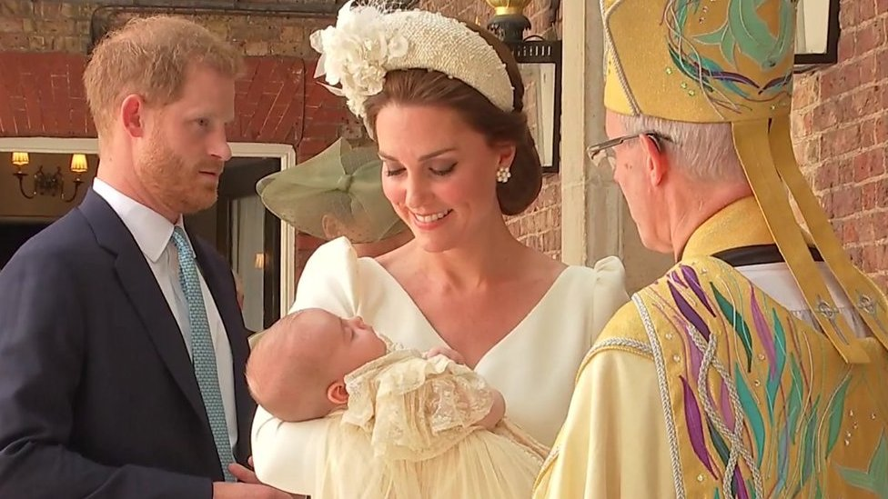 Prince Louis: Royals arrive for christening