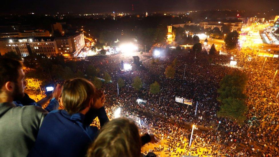 Procenjuje se da je na koncertu prisustvovalo preko 65.000 ljudi, 3. septembar, Kemnic