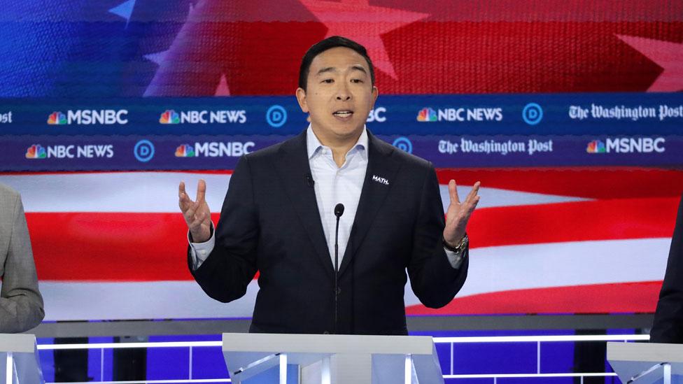 Andrew Yang durante uno de los debates presidenciales