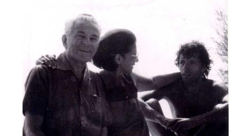 Peko Dapčević sa suprugom i sinom