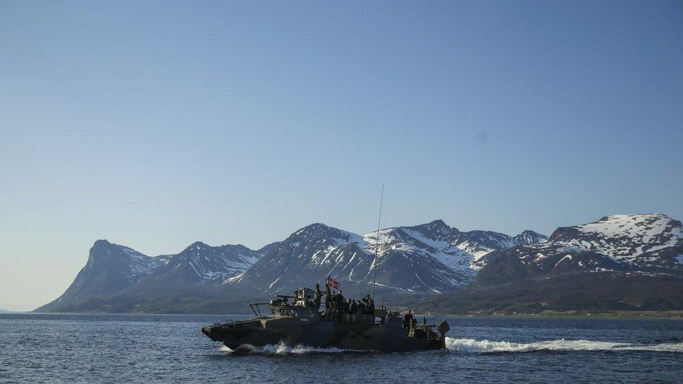 ABD deniz piyadeleri ve Norveçli Kosta Ranger Komandoları 2018'de CB90 sınıfı hızlı askeri taarruz gemisiyle ortak bir tatbikata katıldı.