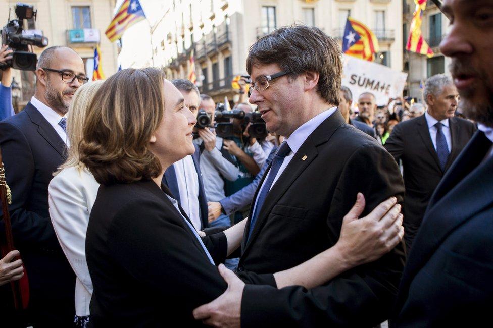 Barcelona Mayoress Ada Colau (L) embraces Catalonian regional President Carles Puigdemont (R) in Barcelona, 16 September
