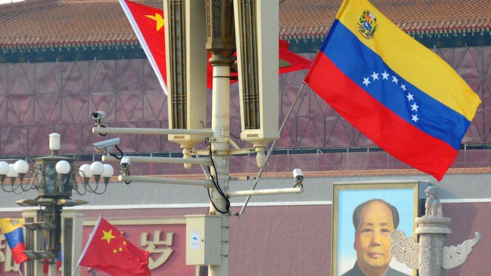 Banderas china y venezolana