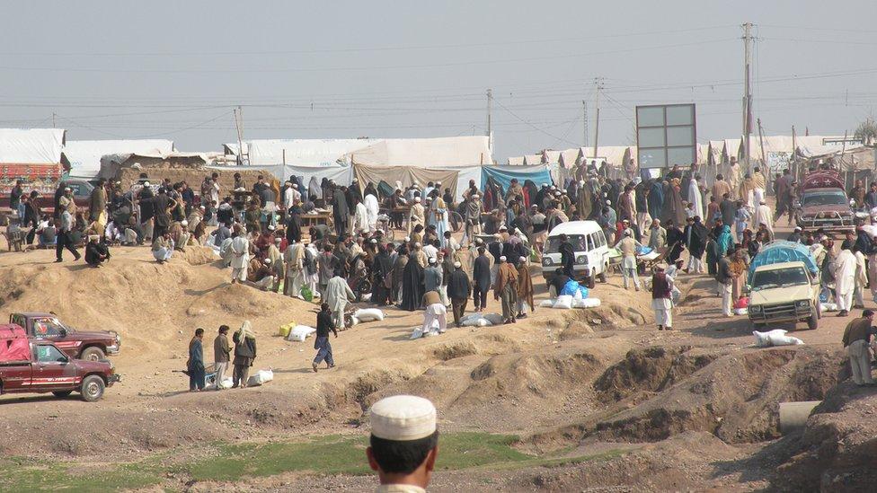 Campo de refugiados en Peshawar 2013