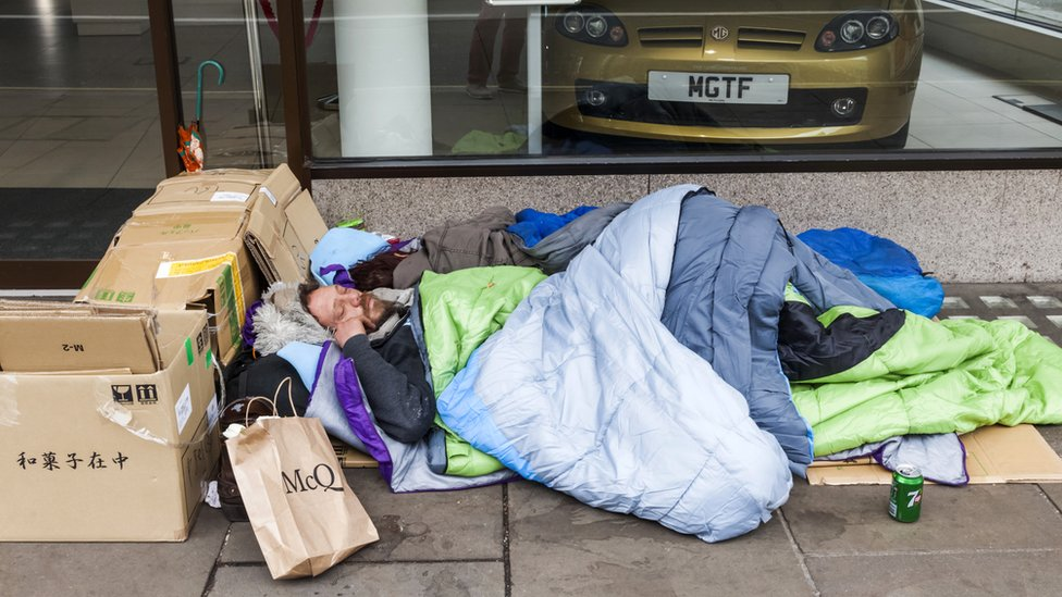 Rough sleeping centres 'to help 6,000'