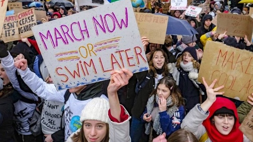 Climate change: Belgium students skip school to demand action