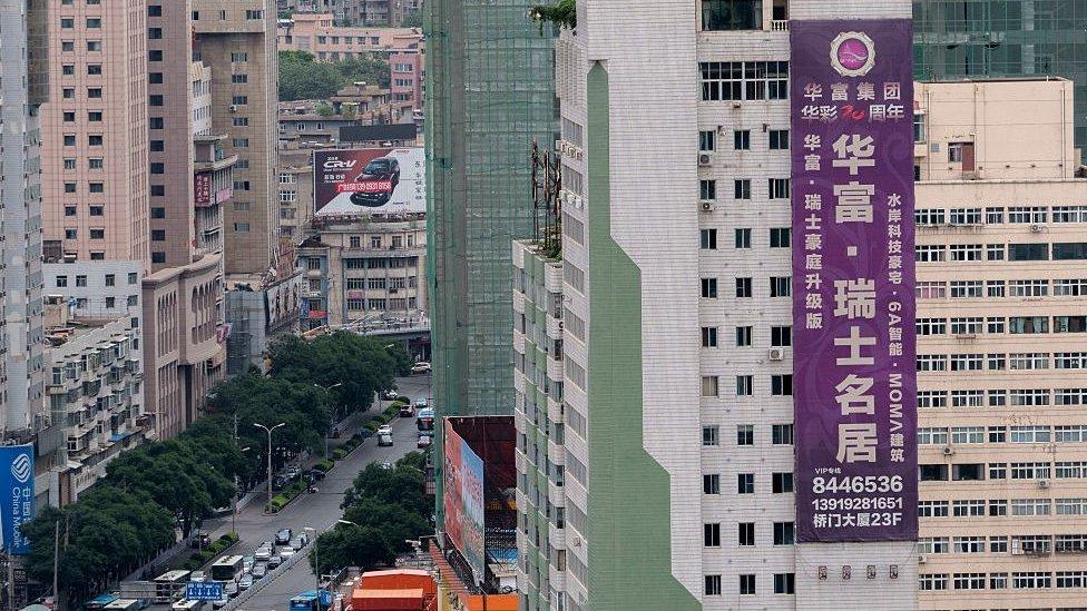甘肅蘭州的一張巨型房地產廣告。