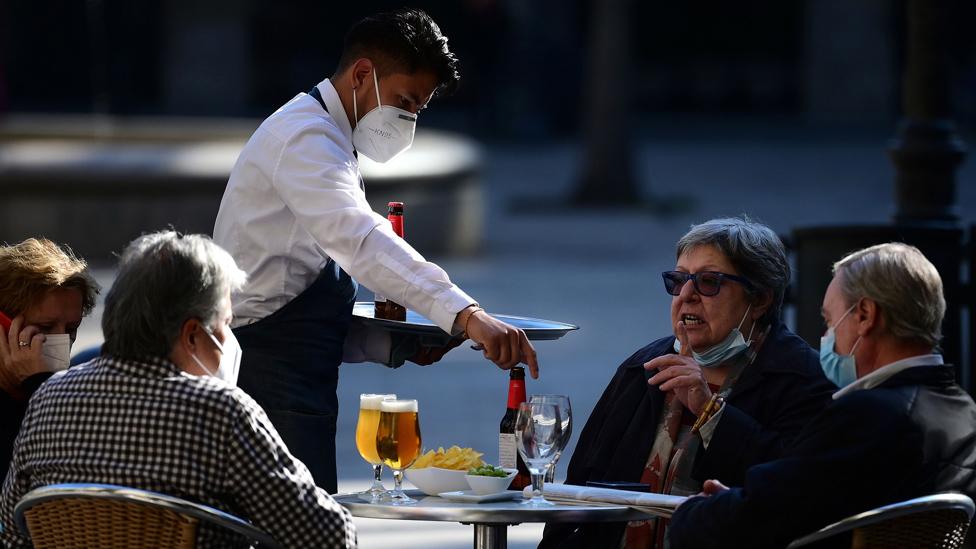 Barcelona'da kısmi kısıtlamalar uygulanıyor.
