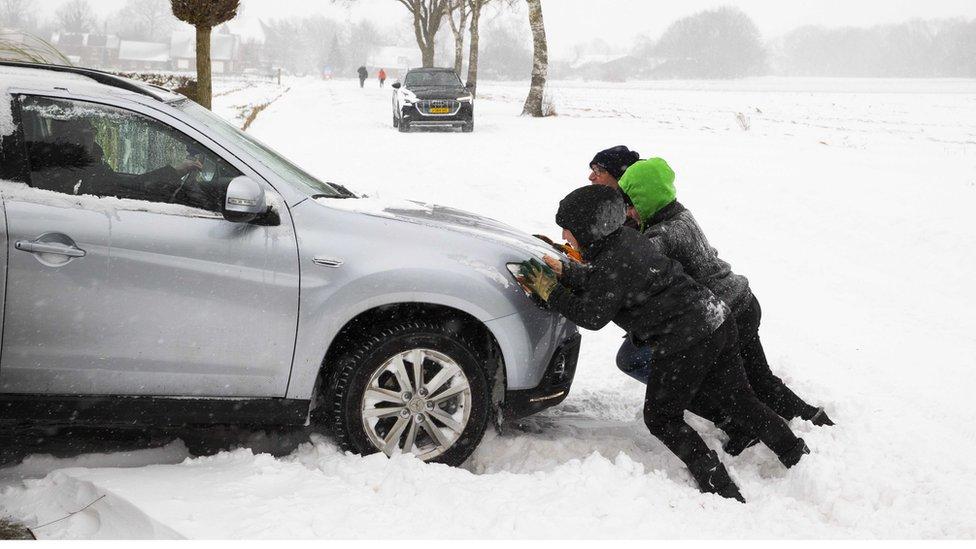 Kötü hava koşulları ulaşımı olumsuz etkiledi.