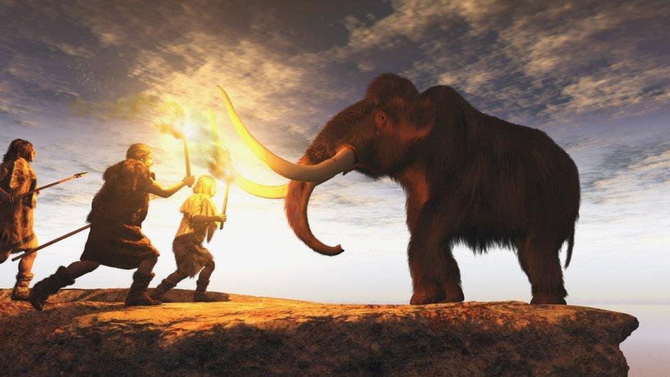 Hombres prehistóricos cazando mamut