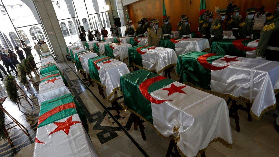أعادت فرنسا العام الماضي رفات 24 جزائريا ممن قاتلوا ضد الفرنسيين، كانت تحتفظ بها في متحف باريس