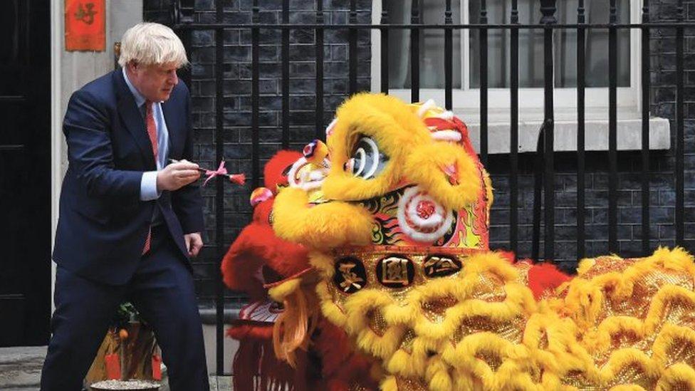 英國首相鮑里斯·約翰遜在首相府外參加慶祝農曆新春佳節活動。