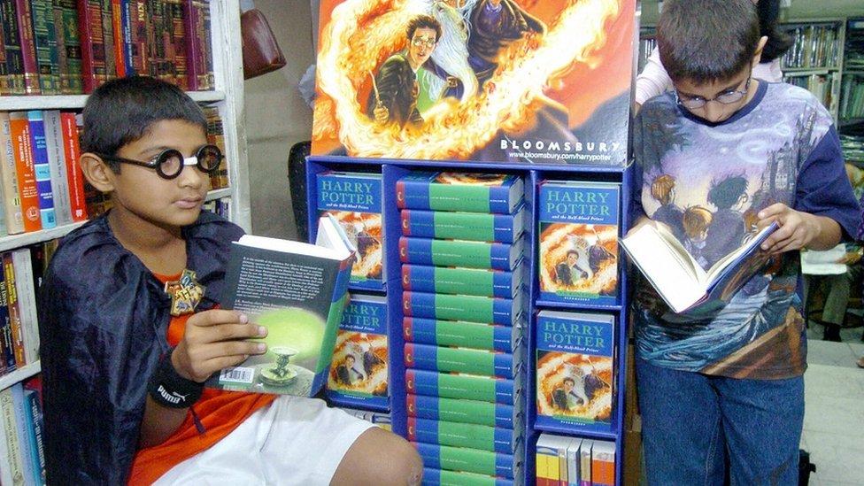 Deca u Nju Delhiju čitaju knjige o Hariju Poteru, 16 . jul 2005.