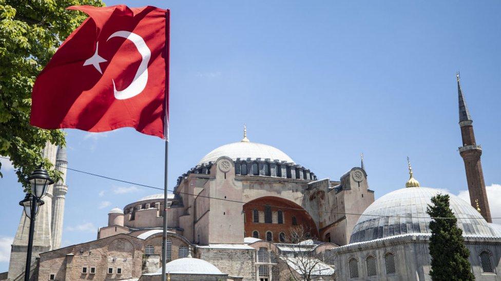 Ayasofya ve türk bayrağı