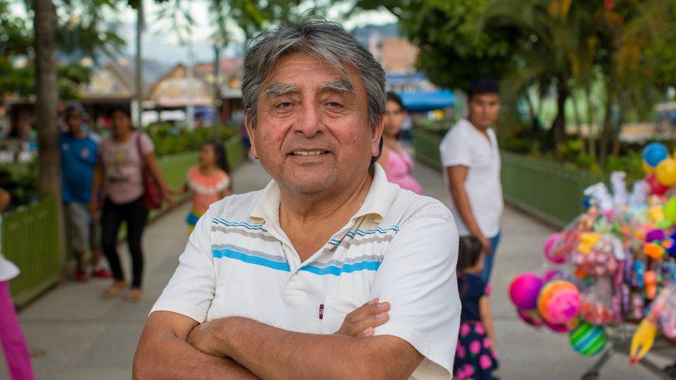 Roger Zapata en 2018 en la plaza central de Pichanaki