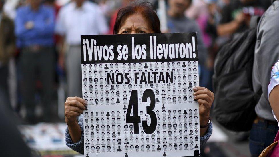 Una marcha por las víctimas de Ayotzinapa