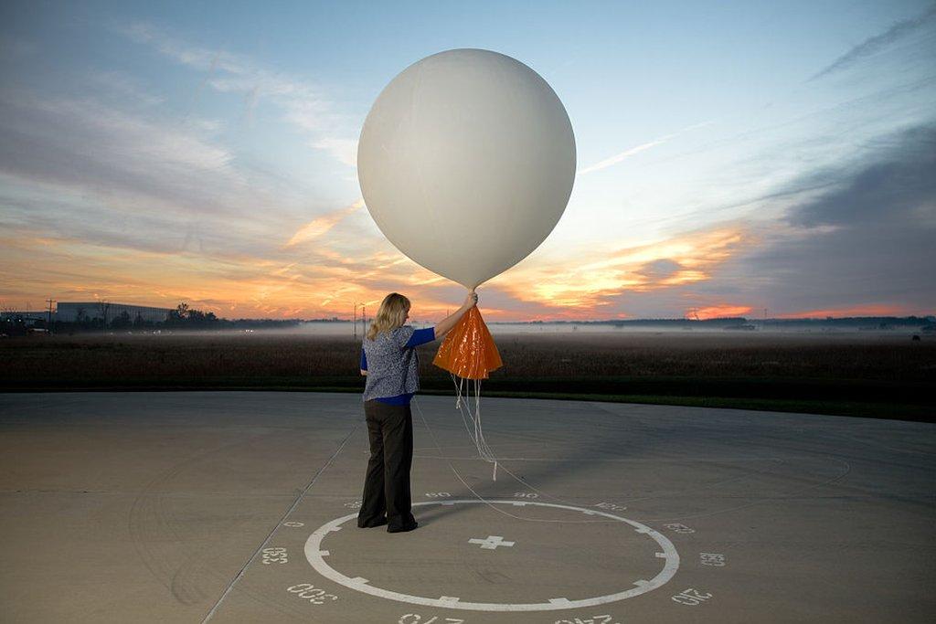 Lanzamiento de un globo sonda en Sterling, Virginia en 2012.
