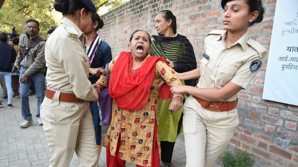 Police detain a protesters in Ahmedabad. Photo: 16 December 2019