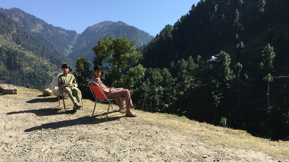 basking in the afternoon sun, at 10,500 feet elevation above Reshian town. A little way up from here the road starts to descend into Leepa valley, at some 5,000 ft elevation