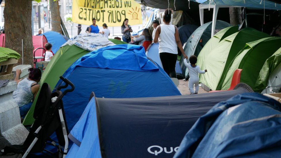 Campamento de protesta de los latinos de Saint-Ouen.