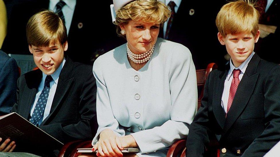 Diana con sus hijos.
