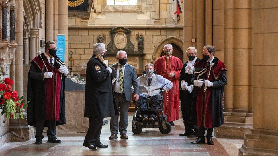 Steven Webb fue nombrado alcalde en una ceremonia en la catedral de Truro.