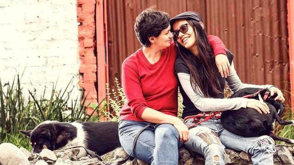 azmín Elizondo y Laura Florez
